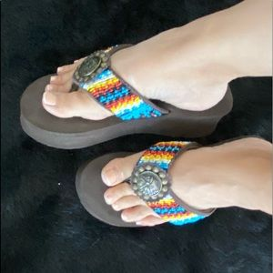 Grazie Sandals Beaded Native Theme Brown Sz 9